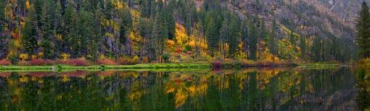 Automne de rivière de Wenatchee, Washington State Photos stock