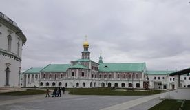 Automne et monastère image stock