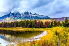 Automne grand dans les Rocheuses du Canada photos libres de droits