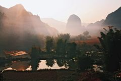 Automne grand transfrontière de Detian Photographie stock
