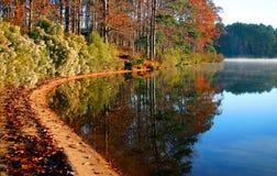 Automne par le lac Image libre de droits