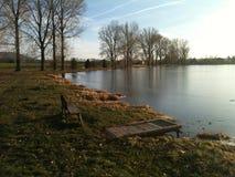 Automne par le lac Photos stock