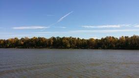 Automne sur le fleuve Photographie stock