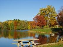 Automne sur le lac Photographie stock