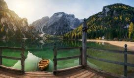 Automne sur le lac Braies photo libre de droits