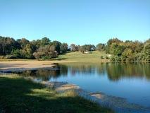 Automne tôt par le lac Photos libres de droits