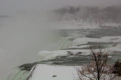 Automnes américains de chutes du Niagara d'hiver photographie stock libre de droits