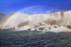 Automnes d'Américain et arc-en-ciel, Niagara Images stock