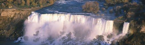 Automnes d'Américain vus du Canada, chutes du Niagara, New York Photo stock