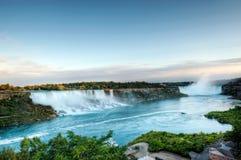 Automnes de coucher du soleil, américains et canadiens chez Niagara image stock