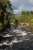 Automnes de Dochart de fleuve Photographie stock libre de droits