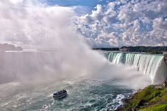 Automnes de fer à cheval de Niagara et la domestique de la brume Photos stock