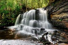 Automnes de fleuve de roche - Chatham Michigan Etats-Unis Image stock