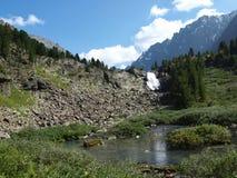automnes Haut-montagneux sur le fleuve Kuiguk images stock