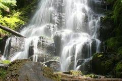 Automnes montants en cascade de fée Photographie stock libre de droits