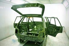 Automobil fertigen kundenspezifisch an und streichen Werkstatt neu Lizenzfreie Stockfotografie