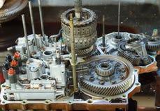 Automobilautomatikgetriebeüberholung. Lizenzfreie Stockfotografie