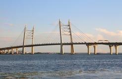 Automobilbrücke in St Petersburg stockbilder