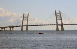 Automobilbrücke in St Petersburg lizenzfreie stockfotografie
