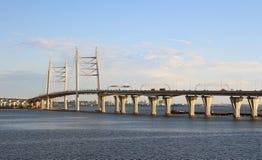 Automobilbrücke in St Petersburg Stockbild