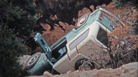 1971 : Automobile écrasée de jeep et renversé plus de des traînées tous terrains techniques clips vidéos