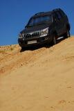 automobile 4x4 sulla collina Fotografia Stock