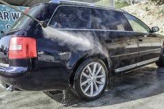 Automobile ad alta pressione di lavaggio all'aperto Immagine Stock Libera da Diritti