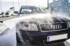 Automobile ad alta pressione di lavaggio all'aperto Fotografia Stock Libera da Diritti