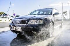 Automobile ad alta pressione di lavaggio all'aperto Fotografie Stock