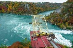 Automobile aerea che attraversa il mulinello del fiume Niagara Immagini Stock Libere da Diritti
