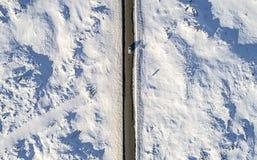Automobile aerea sulla strada ghiacciata Fotografia Stock Libera da Diritti