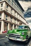 Automobile americana classica d'annata in una via di vecchia Avana Fotografie Stock Libere da Diritti