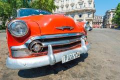 Automobile americana d'annata variopinta a Avana Immagine Stock