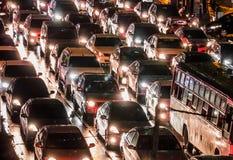 Automobile ammucchiata nella notte Fotografia Stock Libera da Diritti