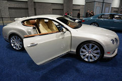 Automobile argentée de luxe de Bentley Continental GT Images libres de droits