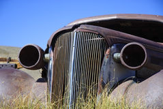 Automobile arrugginita immagini stock