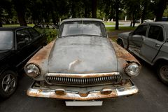 Automobile arrugginita fotografia stock libera da diritti