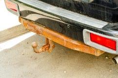 Automobile arrugginita della sbarra del rimorchio immagini stock libere da diritti