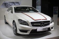Automobile bianca del amg dei cls 63 del Mercedes-benz immagini stock