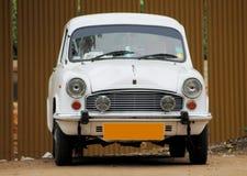 Automobile bianca dell'ambasciatore Immagini Stock Libere da Diritti