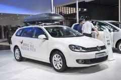 Automobile bianca di golf di volkswagen Immagine Stock