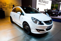 Automobile bianca Opel Corsa immagini stock libere da diritti