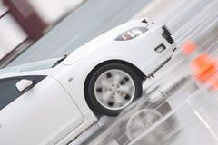 Automobile bianca su ghiaccio Immagini Stock Libere da Diritti