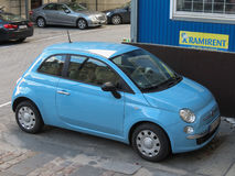 Automobile blu-chiaro di Fiat 500 Immagini Stock