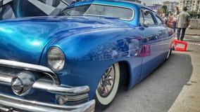 Automobile blu sul salone dell'automobile giusto Fotografie Stock Libere da Diritti