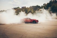Automobile che va alla deriva, deriva di Blured del mosso Fotografia Stock