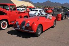 Automobile classica: Automobile scoperta a due posti 1953 di Jaguar XK120 Fotografia Stock Libera da Diritti
