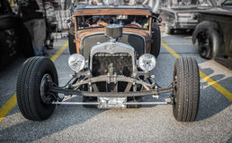 Automobile classica d'annata della barretta calda del bello del primo piano og sbalorditivo di vista frontale Immagini Stock