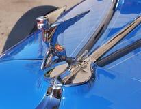 Automobile classica Hood Ornament di Chrome di art deco fotografia stock