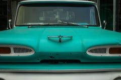Automobile classique de turquoise images stock